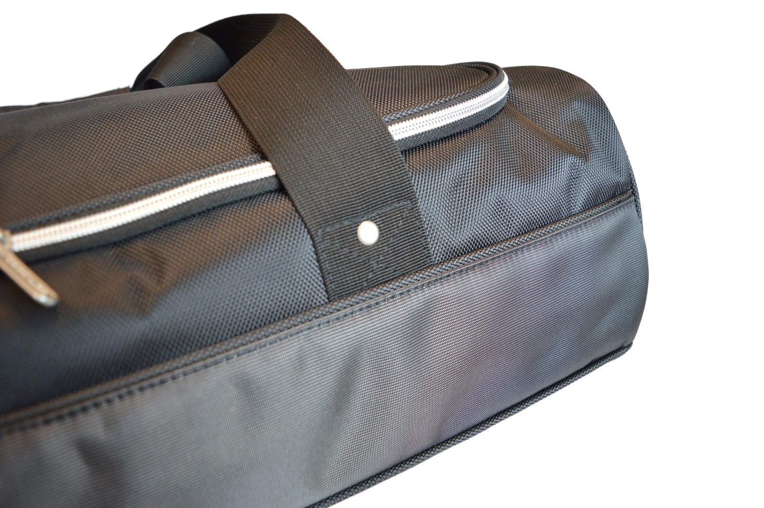 Car-Bags.com travel bags are made of high quality 1680D nylon