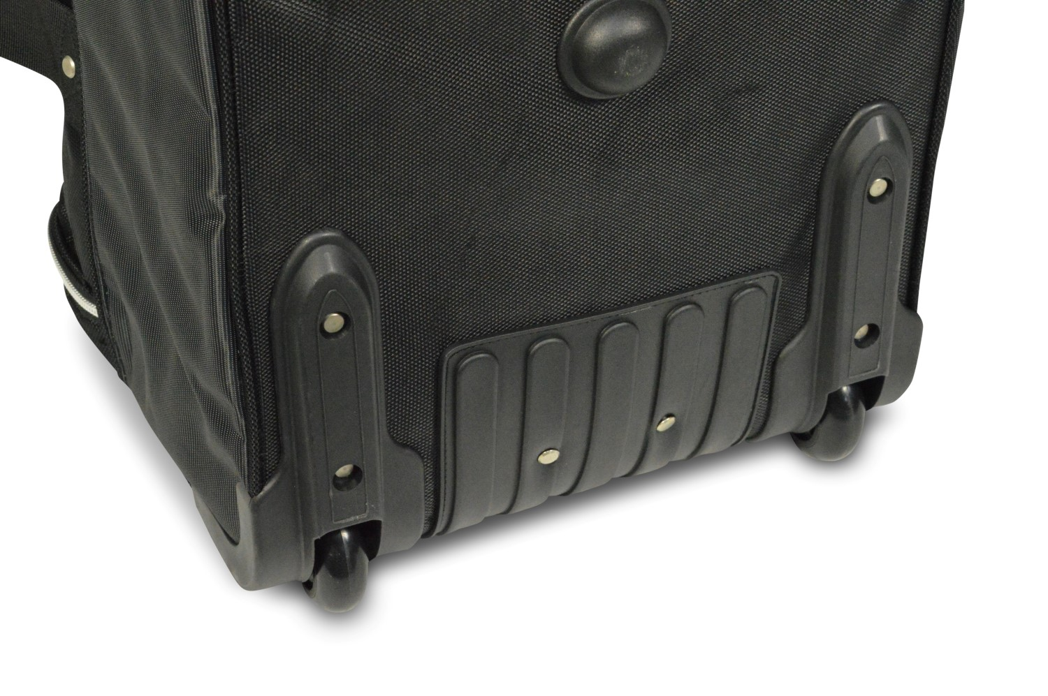 Each Car-Bags trolley bag has sturdy rubber wheels, which ensures optimal rolling