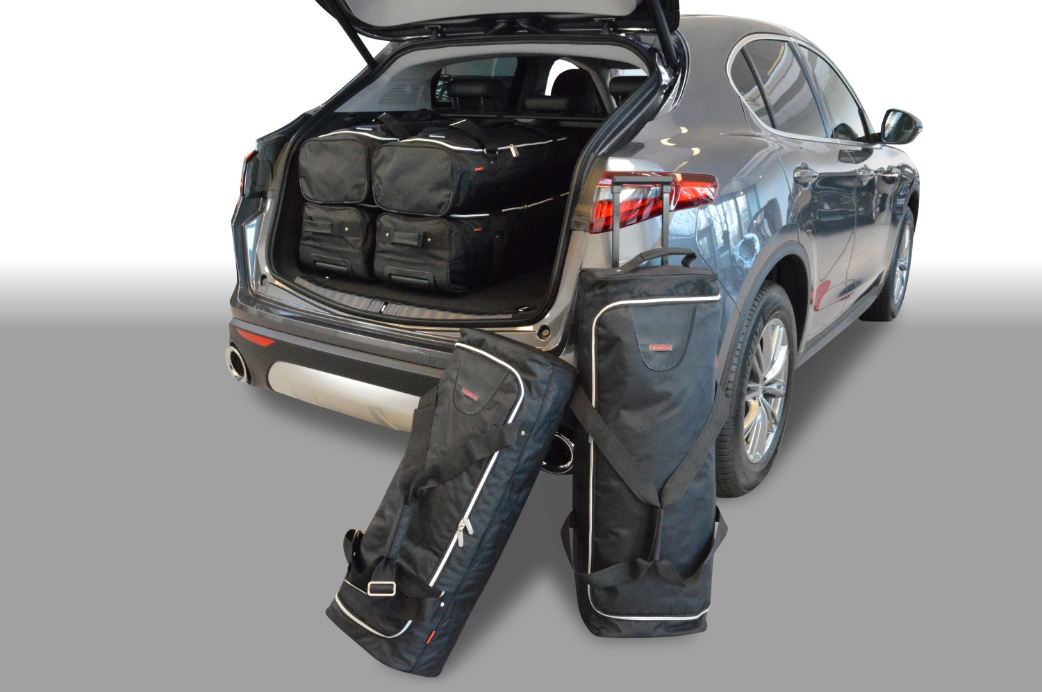 Alfa Romeo Stelvio 2016- 5 door Car-Bags.com travel bag set (1)