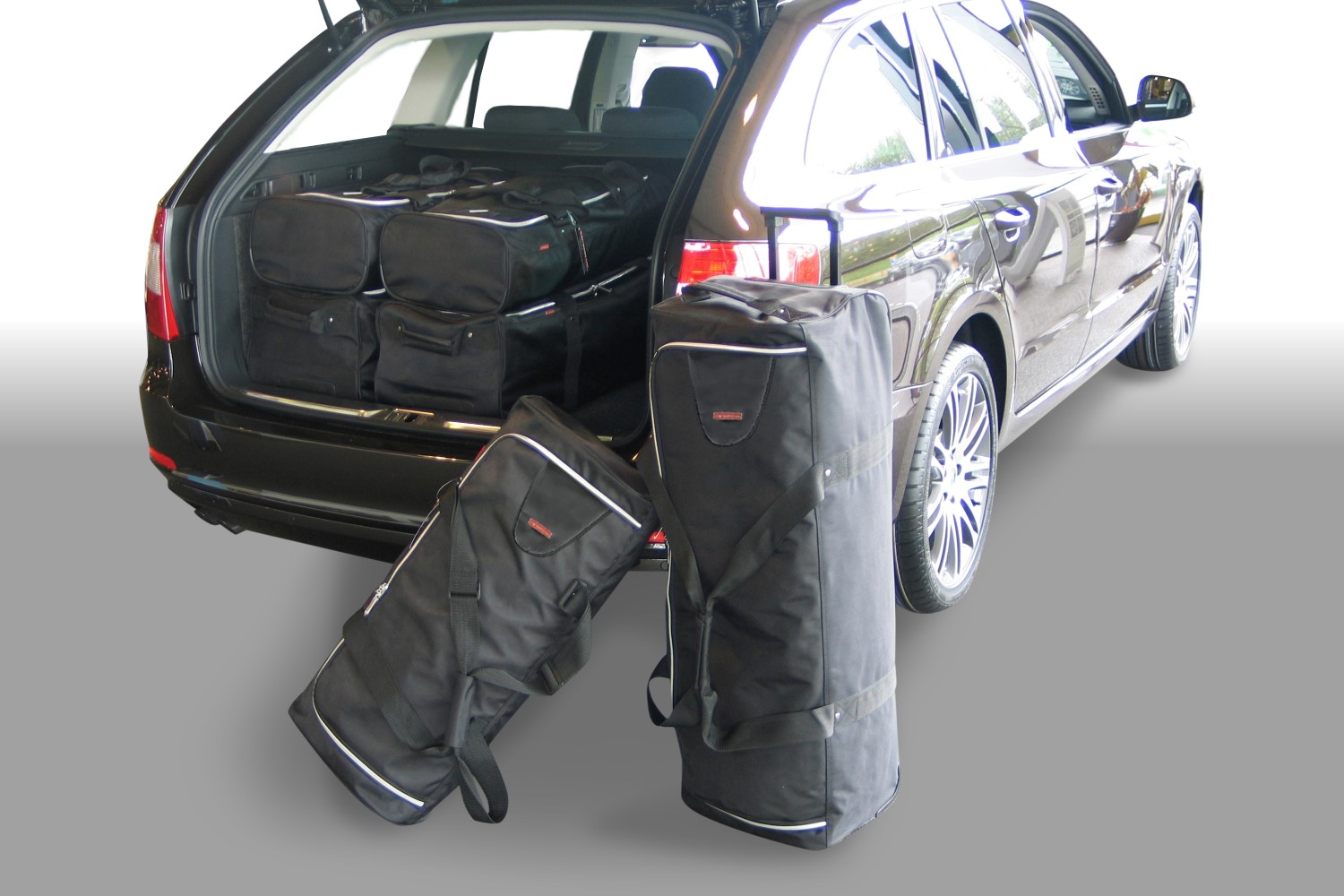 Skoda Superb II (3T) Combi 2009-2015 Car-Bags.com travel bag set (1)