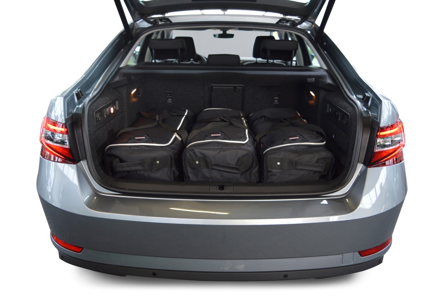 skoda superb iii 3v car travel bags car. Black Bedroom Furniture Sets. Home Design Ideas