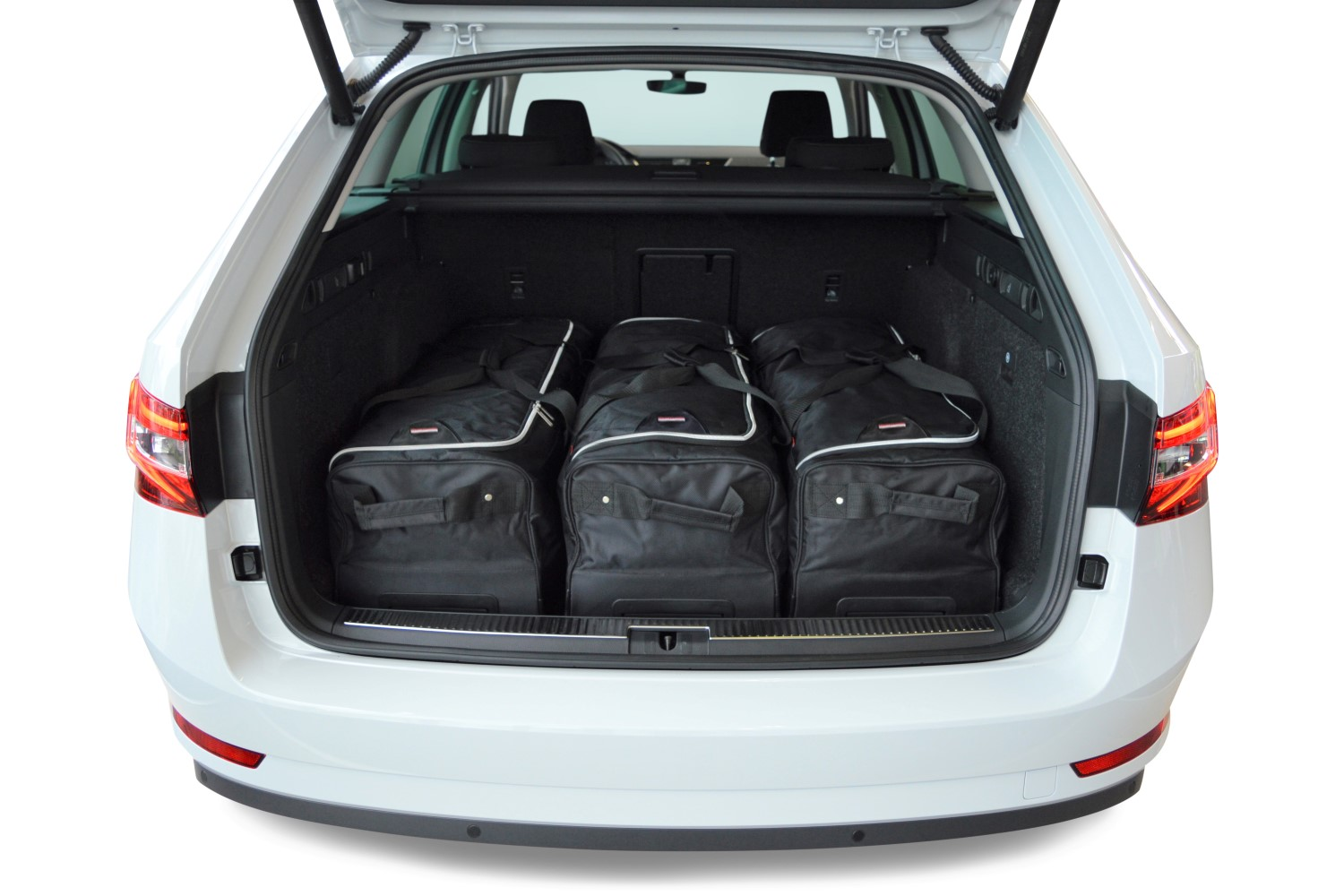 superb skoda superb iii 3v combi 2015 present car bags. Black Bedroom Furniture Sets. Home Design Ideas