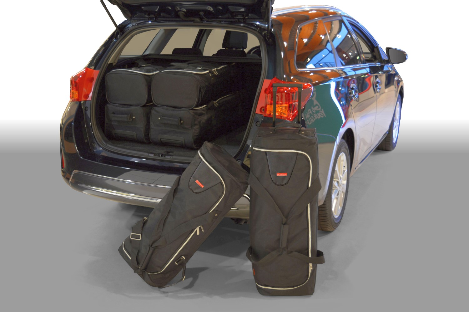 Toyota Auris II TS 2013- wagon Car-Bags.com travel bag set (1)