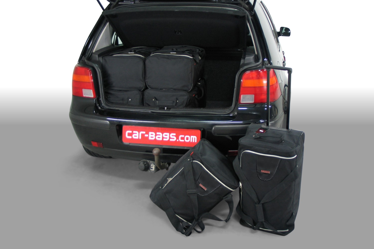 Volkswagen Golf IV (1J) 1997-2003 3 & 5 door Car-Bags.com travel bag set (1)